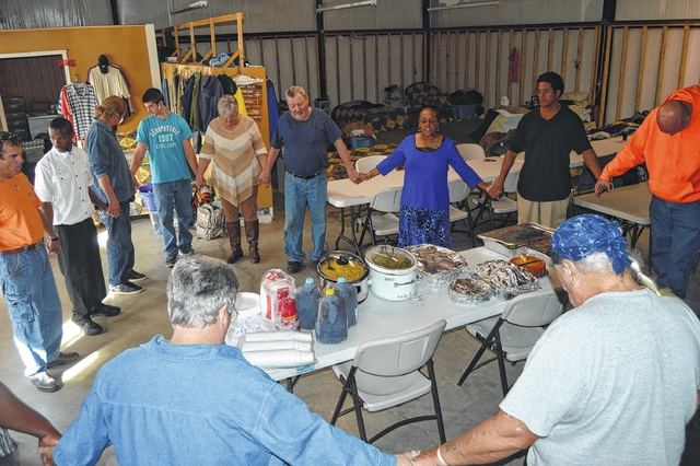 Funeral home, church pitch in at Place of Grace Thanksgiving meal